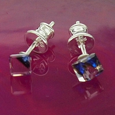 Kolczyki Swarovski srebrne 925 Cube 4mm Bermuda Blue